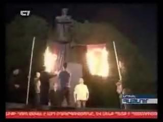 ارامنه ایروان پرچم ترکیه و آذربایجان را کنار هم گذاشته به آتش کشیدند