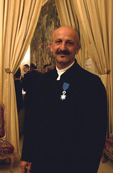 رضا دقتی Chevalier de l'Ordre du Mérite مئدالی آلیر